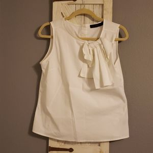 The Limited sleeveless top size M